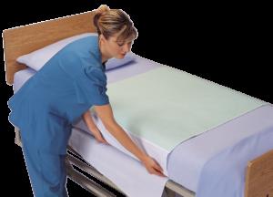 Pratelná inkontinenční podložka se záložkami na postel.